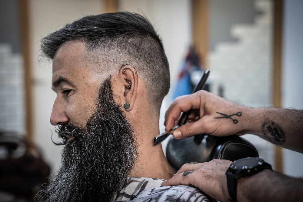 This image has an empty alt attribute; its file name is MENS-SHORT-HAIRSTYLES-HAIRCUTS.jpg